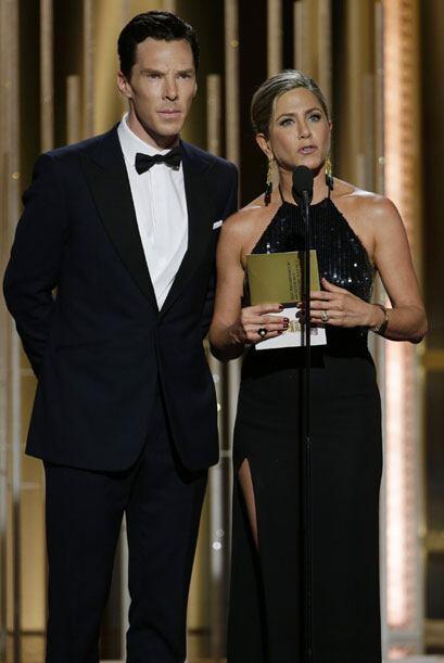 Los primeros presentadores de la noche, Jennifer Aniston y Benedict Cumb...