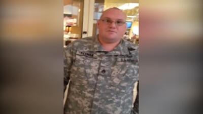 Un hombre confronta a un falso militar en un mall