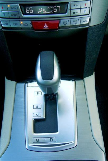 Está equipado con una transmisión automática de seis velocidades con opc...