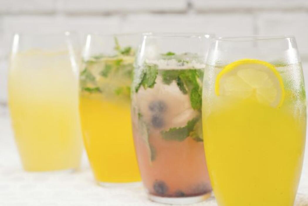 Rica agua fresca de piña o bien mezclada con otras frutas y cítricos.