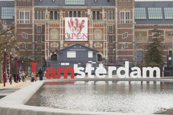 Museumplein, Ámsterdam. Tres museos en uno y en medio de un parque.