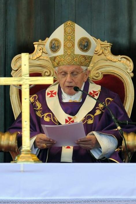 SEPTIEMBRE DE 2010: Benedicto XVI viajó al Reino Unido, donde visitó Edi...