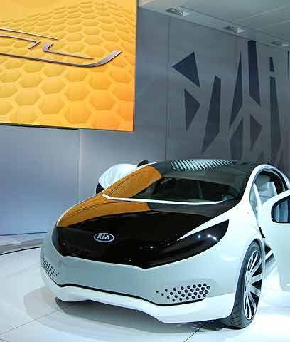 Kia Ray plug-in ConceptEstá basado en la plataforma del Forte pero con u...