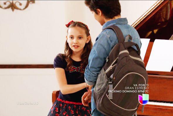 Tu hermana Virginia es un amor, con tal de verte feliz hasta te ayud&oac...