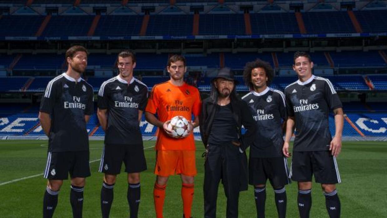 Los jugadores del Real Madrid posaron con el tercer uniforme del equipo...