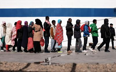 Miles de inmigrantes llegan a la pequeña isla de Lampedusa, princ...