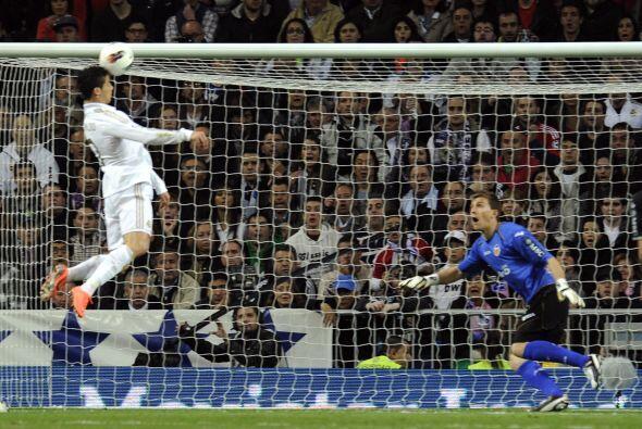En el Santiago Bernabéu, el líder chocaba con el tercer lugar de la Liga...