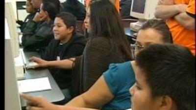 Unos 160 alumnos de la Primaria Clyde Fischer, en San José, recibieron c...