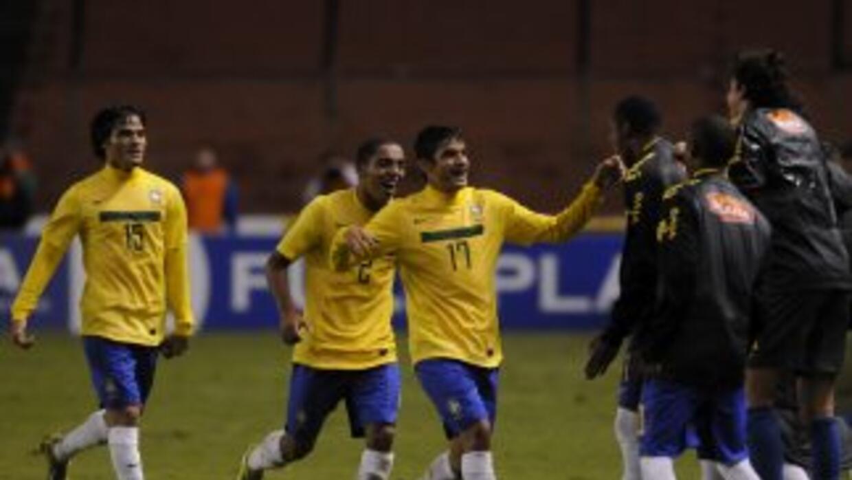 Brasil, juntro a Perú y Uruguay clasificaron al hexagonal final del torn...