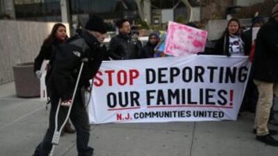 Inmigrantes protestando contra deportaciones en EEUU.
