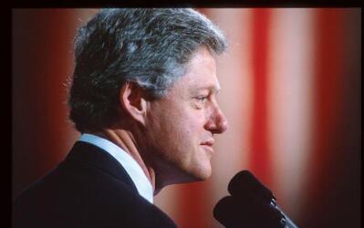 Bill Clinton ofrece un discurso por el Día de los Veteranos el 11 de ene...