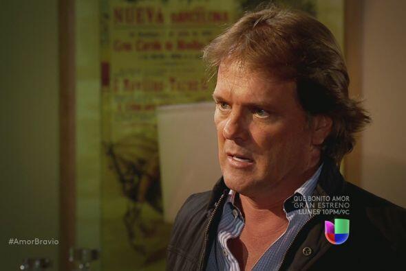 Mariano le confirma a Yago que Isadora ha estado envenenando a su padre...