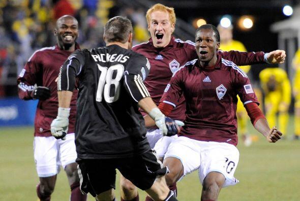 En dos emocionantes partidos, el Oeste siguió dominando la Liguilla 2010...