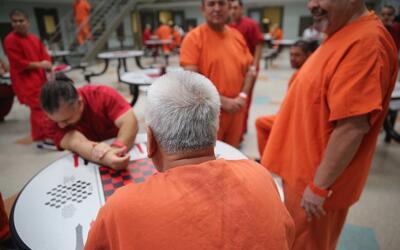 Los centros de detención tienen una capacidad máxima de 34,000 arrestado...