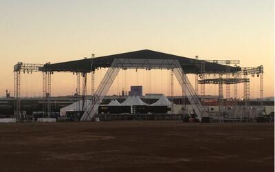 Vista parcial del escenario en el que se desarrollará el concierto RiseU...