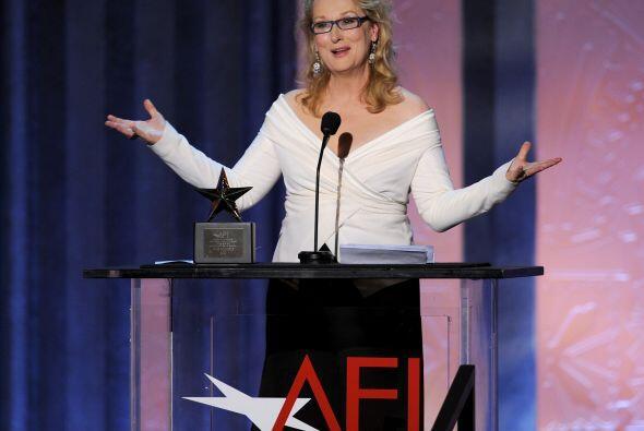 Otra que no baja los brazos, aunque en el cine, es la gran Meryl Streep,...