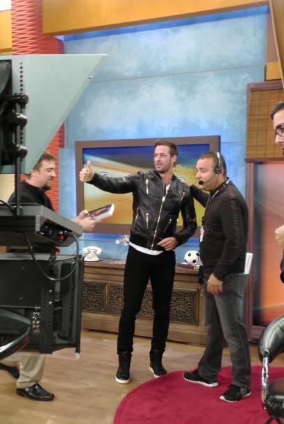 Este lunes, el actor cubano, William Levy llegó al programa con una enor...