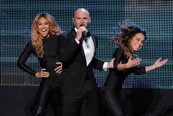 "Los latinos brillaron en los ""American Music Awards"".  Pitbull..."