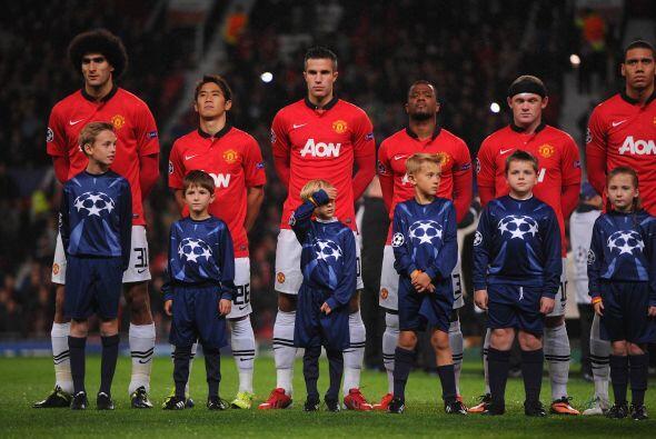 Pero también comenzó su participación el Manchester United bajo la batut...