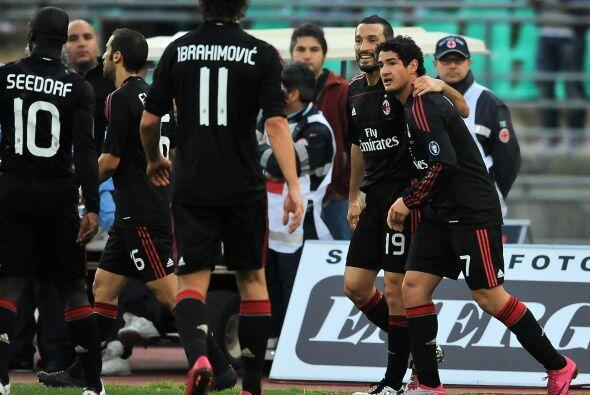 Pero el brasileño Alexandre Pato le devolvió la calma al M...