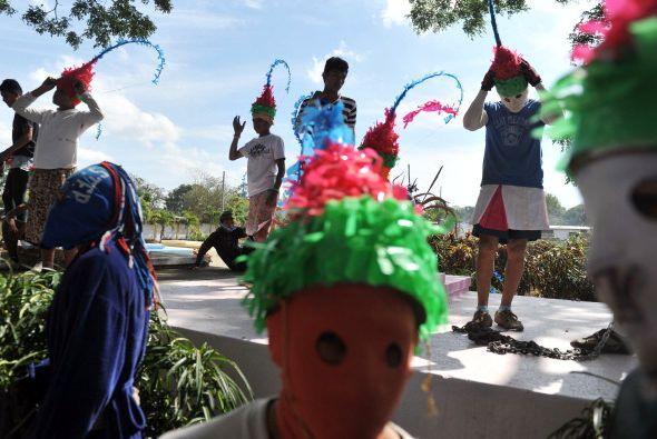 ¿Y esos sombreros rojos y verdes? ¿De dónde son? Se trata de una tradici...