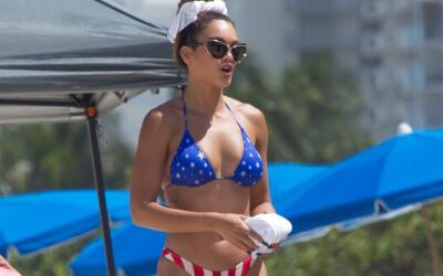 Zuleyka estuvo disfrutando de la playa con un bikini muy sexy.