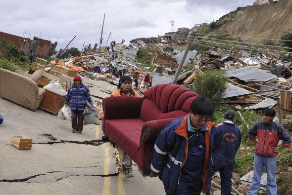 El deslizamiento de la tierra en La Paz, afectó aproximadamente 100 hect...