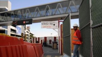 Con una inversión de $120 millones inició construcción del puente peaton...