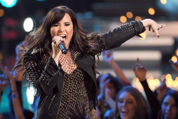Demi Lovato inició el año luciendo una cabellera casta&nti...