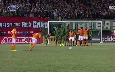 Cubo Torres anota gol por tercer partido consecutivo con Houston Dynamo