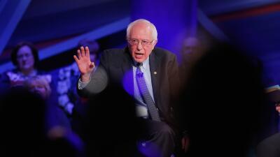Sanders toma la delantera en la primera votación sanders.jpg