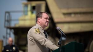 El sheriff de Los Ángeles, Jim McDonnell, habla a la prensa
