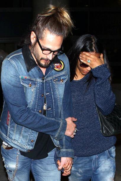 Zoe fue captada en el aeropuerto de Los Angeles en compañía de su esposo...