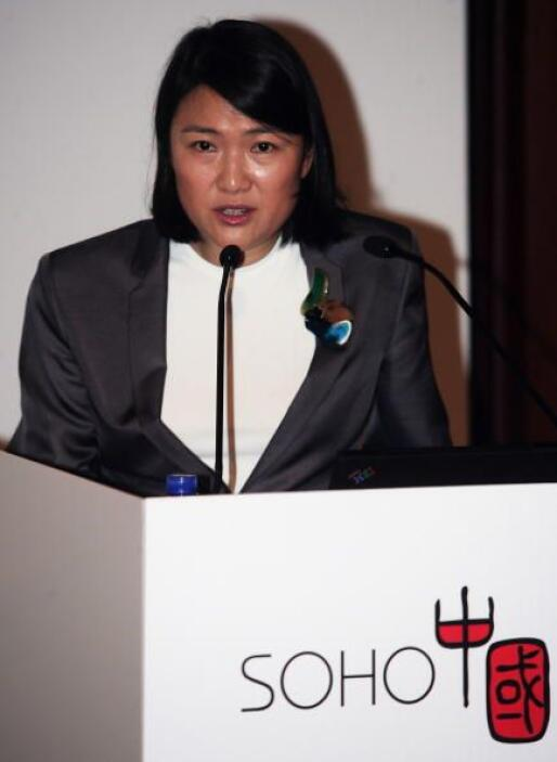 62.- ZHANG XIN y su familia. Es la CEO de Soho China, la mayor empresa i...