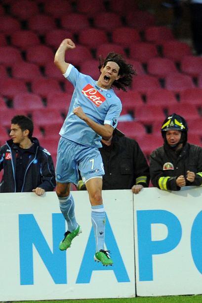 Edinson Cavani marcó los goles del juego y Napoli se impuso 2-0.