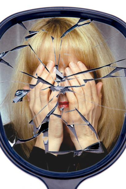 En la edad media se originó la creencia de que romper un espejo era de m...