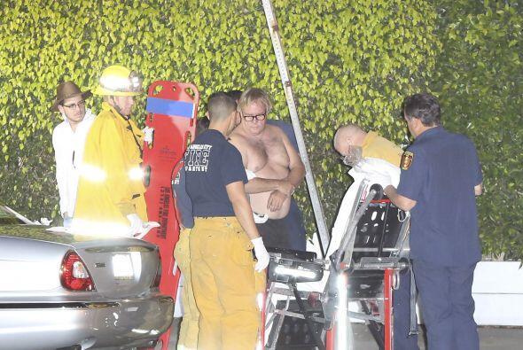 Los paramédicos atendieron al hombre.