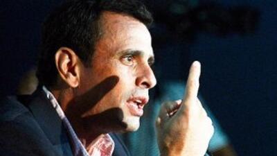 El gobrnador Henrique Capriles, nominado por la oposición para las elecc...