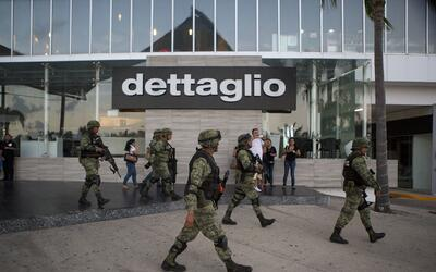 Soldados en las calles de Cancún luego del reporte de ataque arma...