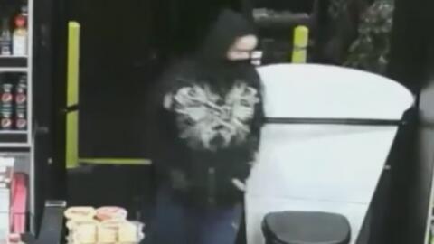 Autoridades buscan a un hombre que asaltó un supermercado en Staten Island
