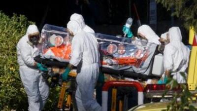 Están aislados el esposo de la paciente con ébola, un ingeniero que viaj...