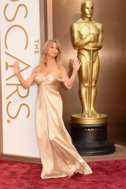 El escote de Goldie Hawn fue de los peores que vimos en la alfombra roja.
