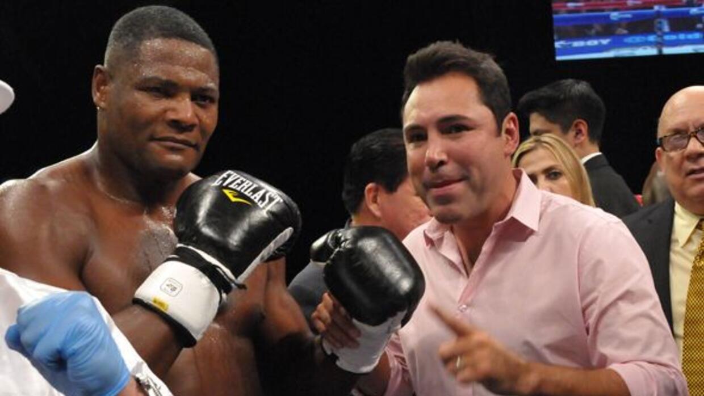 Luis Ortiz ganó el título interino pesado de la AMB y Osca...