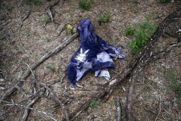 En su recorrido, los inmigrantes suelen despojarse de la ropa vieja y ra...