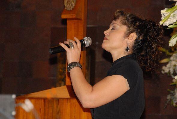 La cantante Tatiana interpretó el Ave María durante la cer...