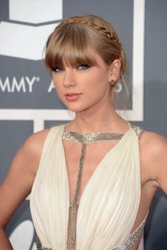 """Taylor swift, con su vestido y peinado, se parece a la famosa pintura """"L..."""