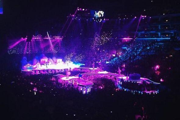 Lady Gaga se presentó en Los Ángeles y sus fans invadieron...