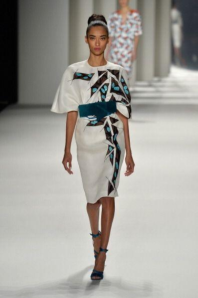 Los motivos geométricos y africanos estuvieron presentes en vestidos y f...
