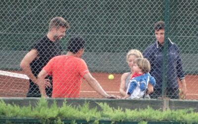 Shakira con Piqué y Sasha en sus clases de tenis