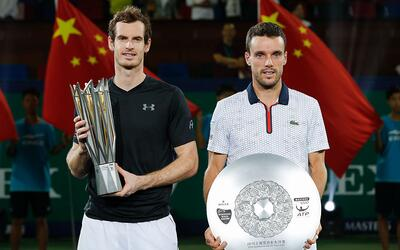Andy Murray (derecha) ganó el Masters 1000 de Shanghái.